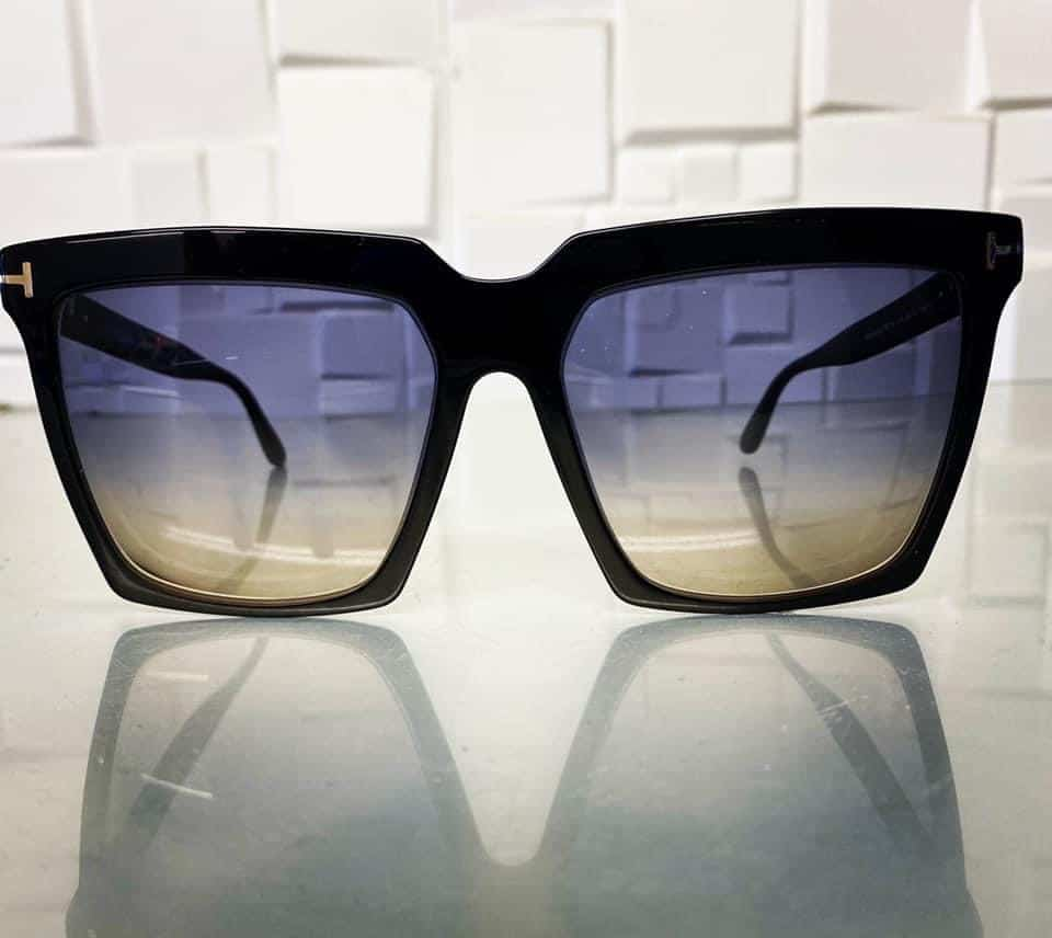 Single Vision Distance Lenses With Anti Scratch Coating And Designer Double Graduated Tint.